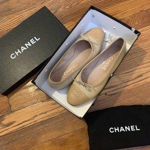 $900 Classic beige cap toe ballerina flats 37 6.5
